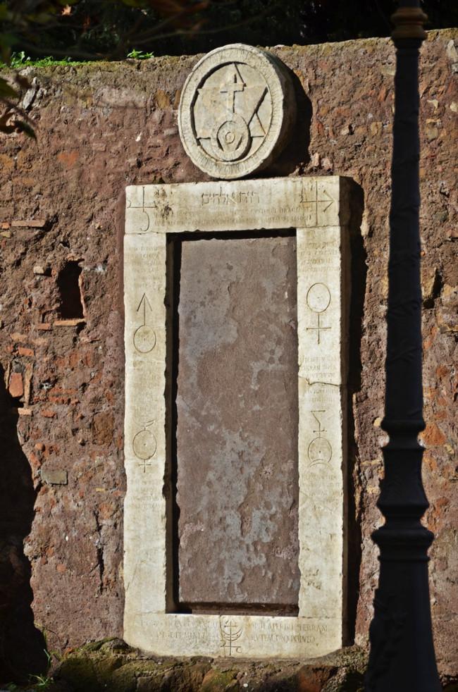 La capitale e le sue porte magiche la lampadina - Porta magica piazza vittorio ...
