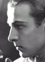 NL27 - sei gradi di separazione - Rudolph-Valentino-Close-Up