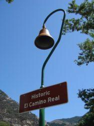 Segno distintivo dello storico camino real sulla Pacific Coast Highway all'altezza di Pismo Beach